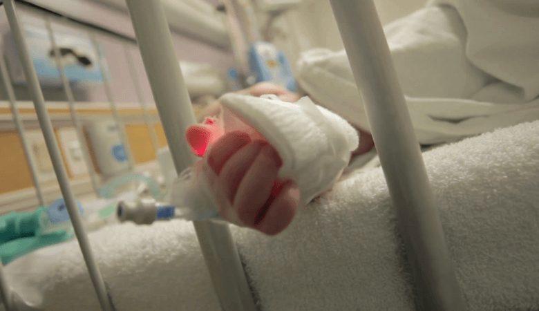Coronavirus. Morto neonato, positivi i due fratellini e 70 p