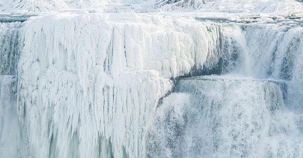 Le cascate del Niagara si ghiacciano e regalano uno spettacolo unico – Video