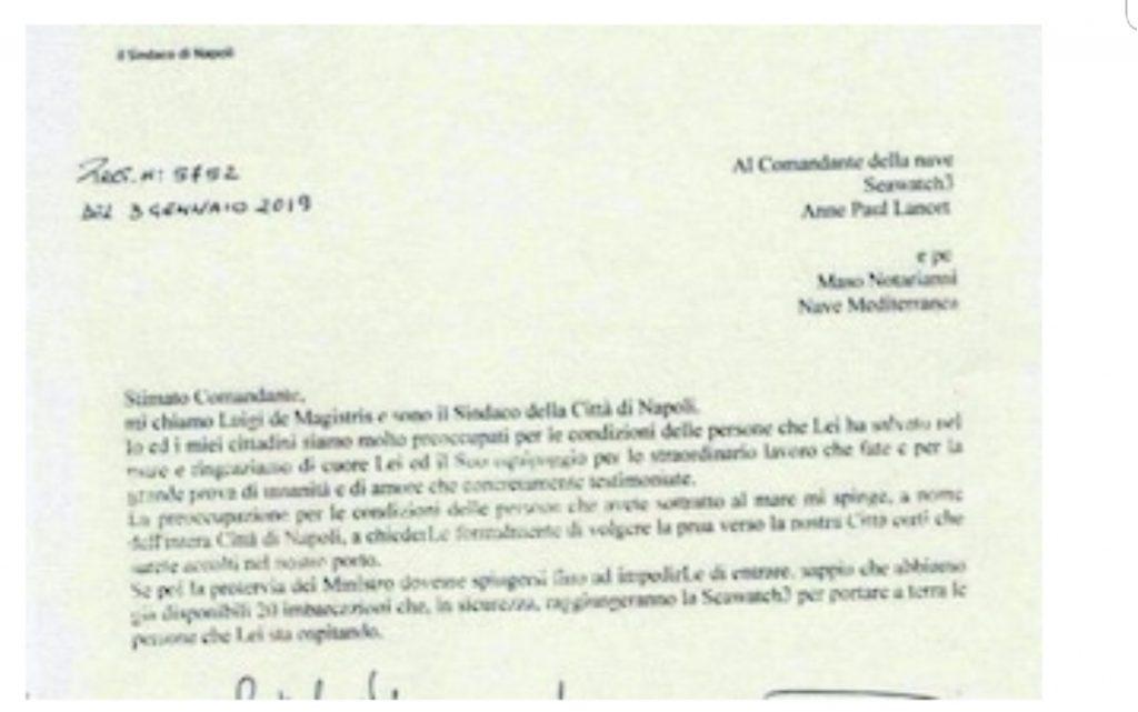 """De Magistris scrive al comandante di Sea Watch: """"Pronti ad accogliervi nel porto di Napoli"""""""