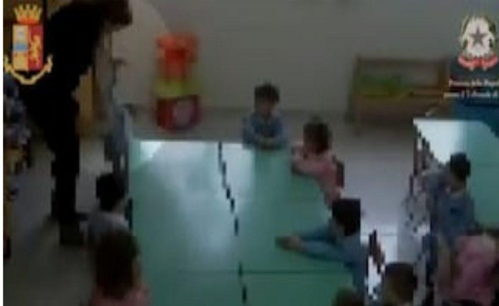 """""""Ti svito la testa, devi piangere"""": bimbi maltrattati all'asilo a Isernia, sospese 2 maestre"""