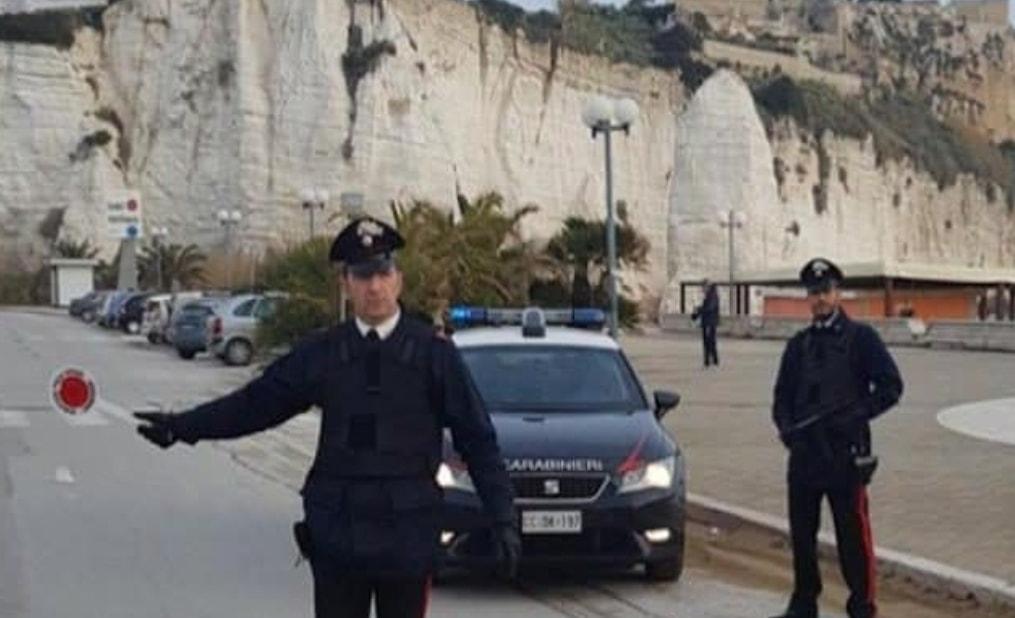 Non ha i soldi per raggiungere la madre morta a Napoli. I Carabinieri gli pagano il biglietto