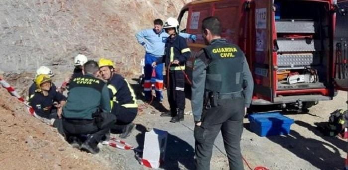 Bimbo caduto nel pozzo a Malaga: mancano 20 metri per raggiungere il fondo e recuperarlo