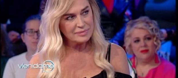 """Lory Del Santo: """"Sono nata in una stalla, poi mi hanno arrestata"""""""