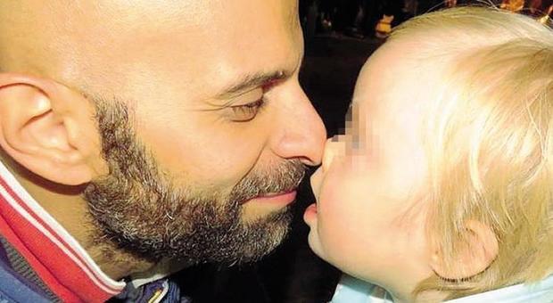 Bimba down rifiutata da 30 famiglie: Luca, il gay single di Napoli, riesce ad adottarla