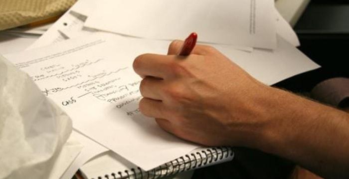 I mancini sono più creativi e intelligenti di chi scrive con la mano destra, uno studio spiega il perché