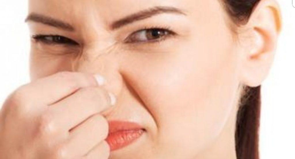 Chiede il divorzio per il cattivo odore del marito: erano sposati da un mese