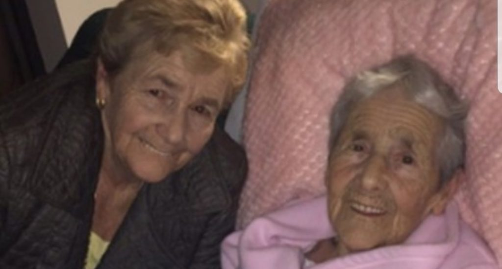 Adottata appena nata, cerca sua madre per tutta la vita: la riabbraccia dopo 73 anni