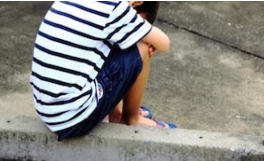 """Bimbo di 8 anni vaga da solo in strada al freddo: """"Mamma non mi vuole più"""""""