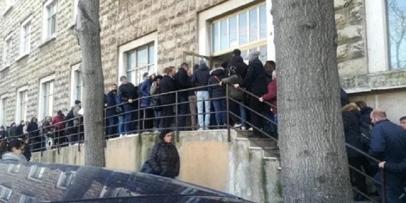 Bari, code infinite all'Anagrafe per i cambi di residenza: effetto Reddito di cittadinanza?