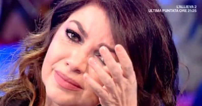 """Lettera a Cristina D'avena: """"Anche se non hai avuto un figlio sei la mamma di noi"""", e lei si commuove"""
