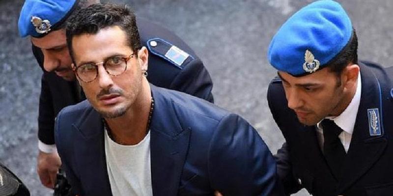 Arrestato Fabrizio Corona: l'ex Re dei paparazzi è stato prelevato dalla Polizia e portato in carcere