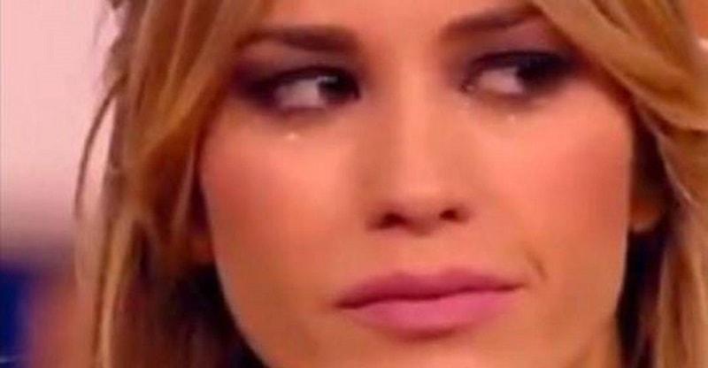 """Elena Santarelli scoppia a piangere in diretta Tv: """"Sono stanca"""""""