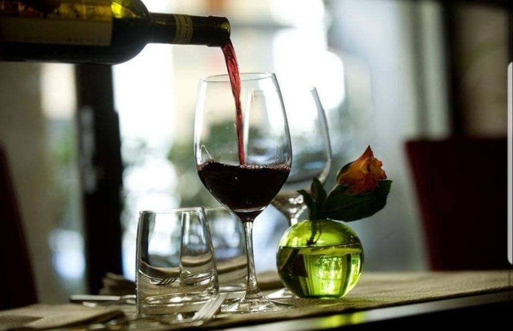 Infarto, un bicchiere di vino o una birra a cena aumentano il rischio