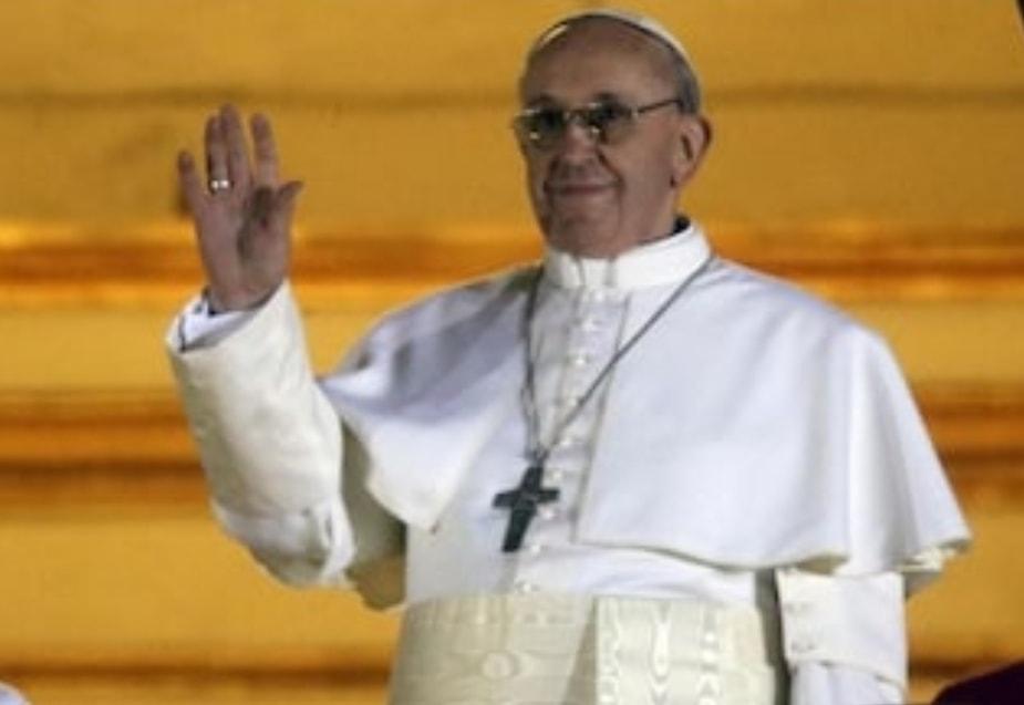 """Il Papa ai ragazzi: """"Lo smartphone è una droga, liberatevi dalla dipendenza"""""""