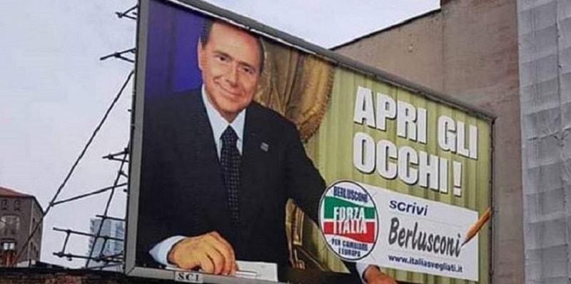 Berlusconi apre la campagna elettorale, ma in tanti notano uno strano dettaglio sui manifesti