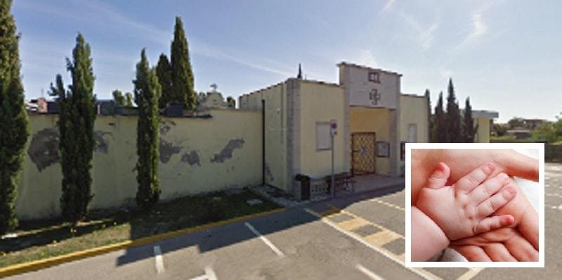 Rovigo, neonato abbandonato al cimitero con il cordone ombelicale: è caccia alla mamma