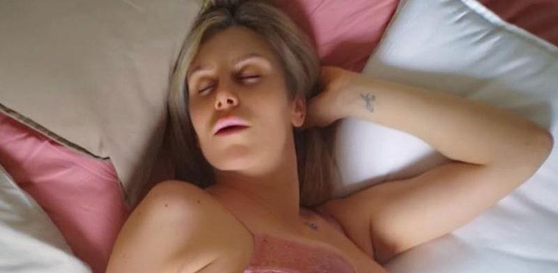 Paola Caruso si mostra troppo sexy: massacrata sui social, lei risponde furiosa