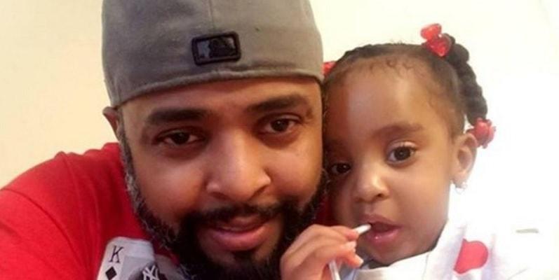 Papà dà fuoco all'auto e la chiude, bimba di 3 anni brucia viva: vendetta nei confronti dell'ex compagna