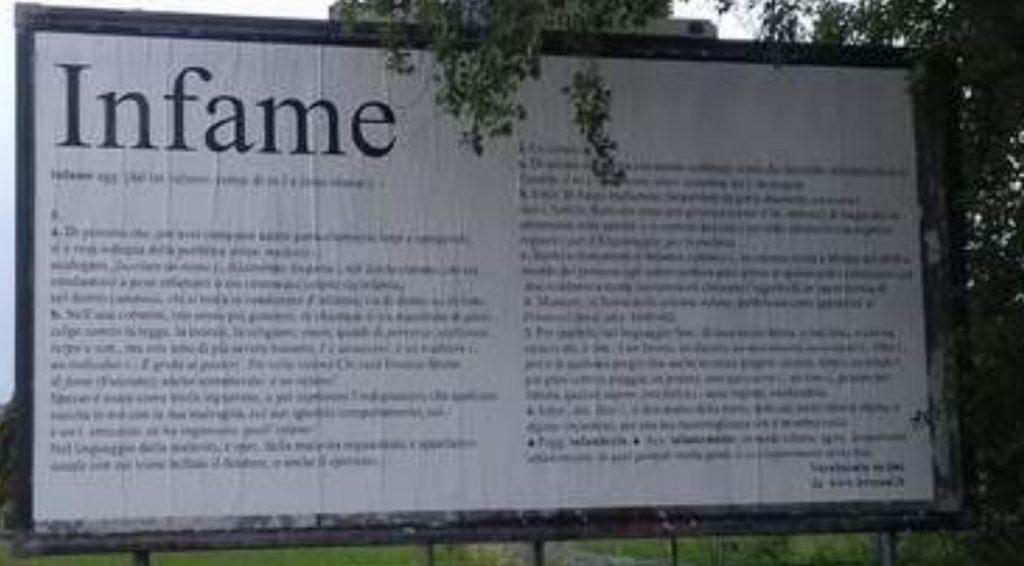 «Infame»: affigge manifesti per la città per mandare a quel paese il vicino di casa