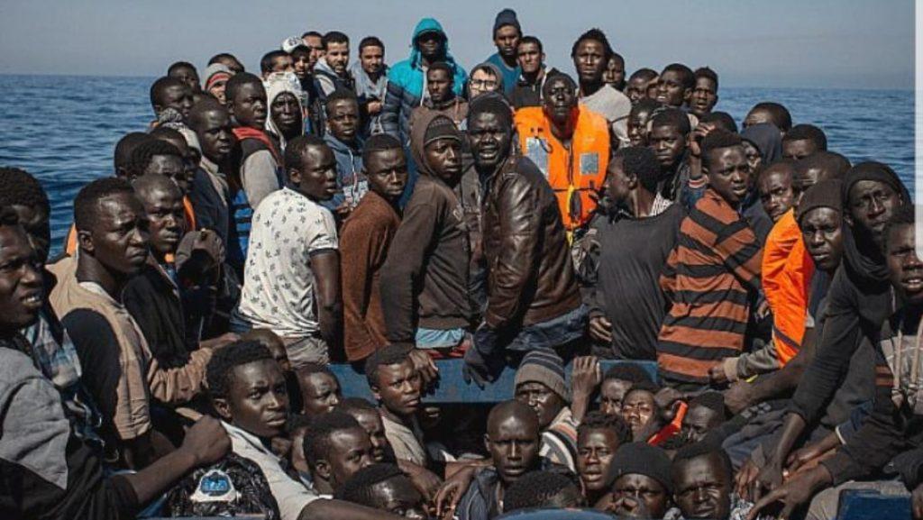 Napoli, immigrazione clandestina, poliziotti arrestati: «Ne abbiamo fatti entrare a migliaia»