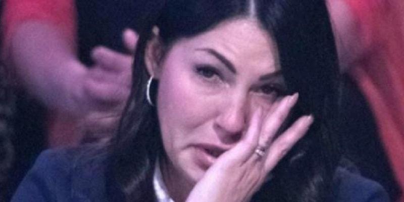 """Eliana scoppia a piangere e confessa: """"Sono malata di mente"""""""