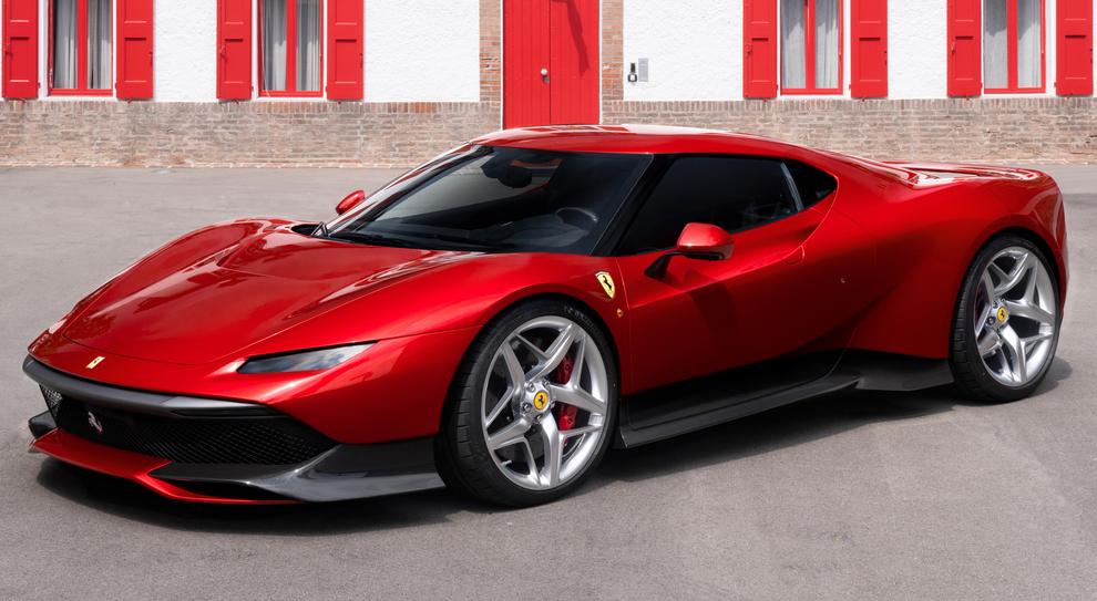 Il figlio del Boss arriva in chiesa per la Prima Comunione su una Ferrari rossa: è polemica