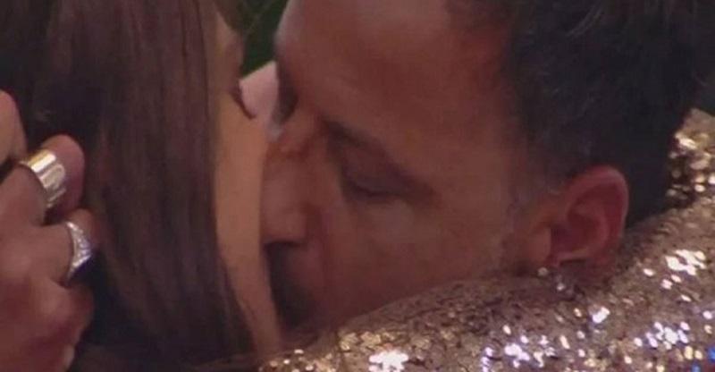 """GF 16, il figlio di Kikò e Tina Cipollari contro Ambra: """"Ecco perché ha baciato mio padre"""""""