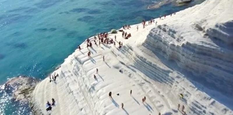 La Scala dei Turchi è una delle spiagge più belle d'Italia: un luogo di storia e leggenda
