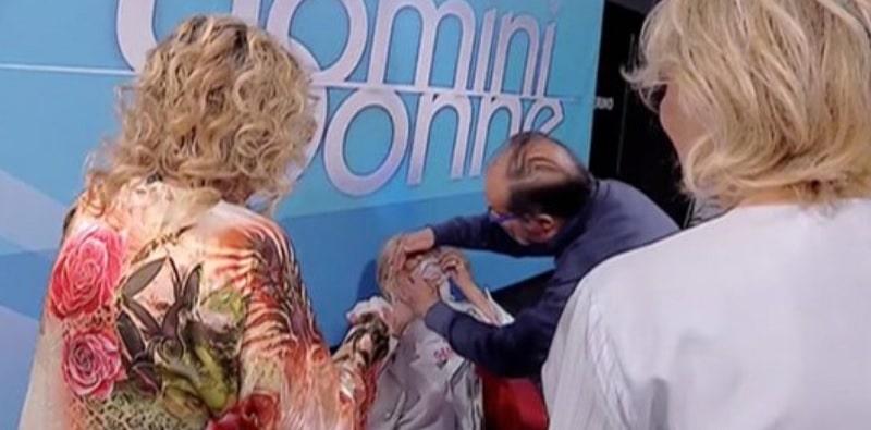 Tina colpisce Gemma e la ferisce ad un occhio: costretto ad intervenire il medico