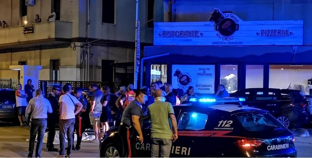 Omicidio in strada a Pescara: uomo ucciso a mani nude da un giovane in fuga