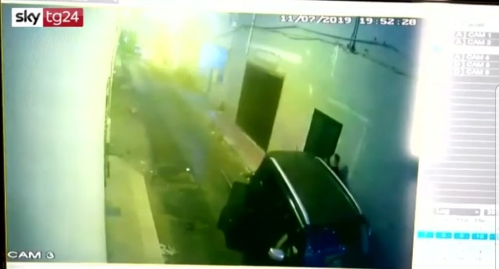 Vittoria, cuginetti travolti dal suv sulla porta di casa: spunta un video dell'incidente [VIDEO]