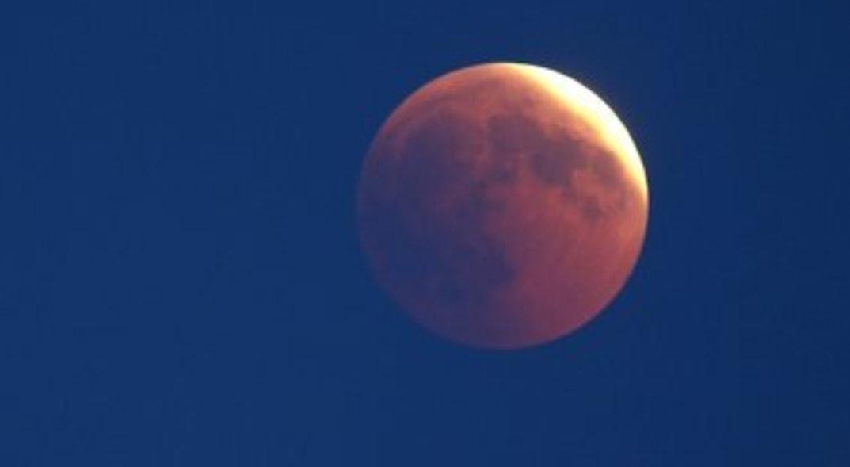 Eclissi lunare, questa stasera sarà visibile da tutta Italia: ecco come assistere allo spettacolo