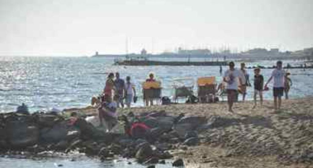 Fotografano bimbi in spiaggia, pedofili inseguiti dai bagnanti