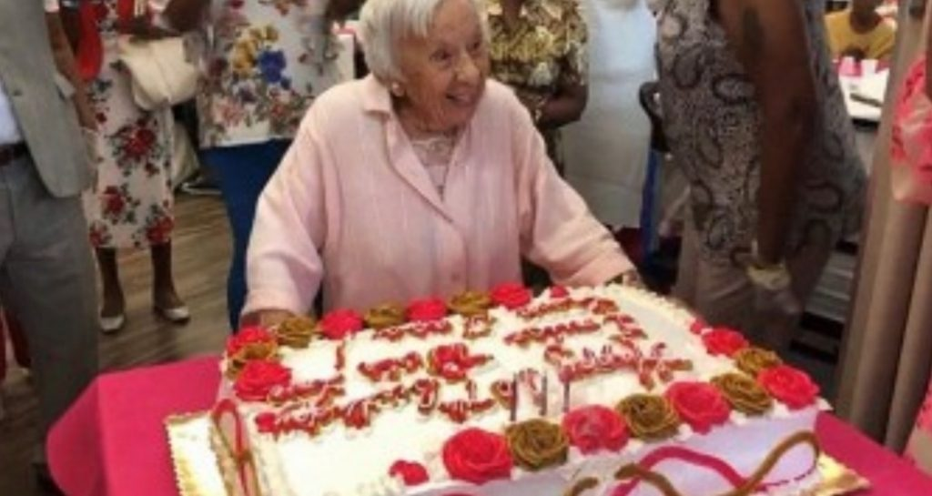 """A 107 anni rivela il segreto della longevità: """"Non sposarsi mai"""""""