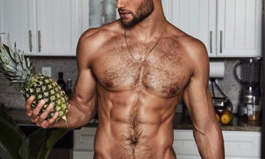Chi è lo chef più bello del mondo?  Eccolo…Cucina anche nudo!