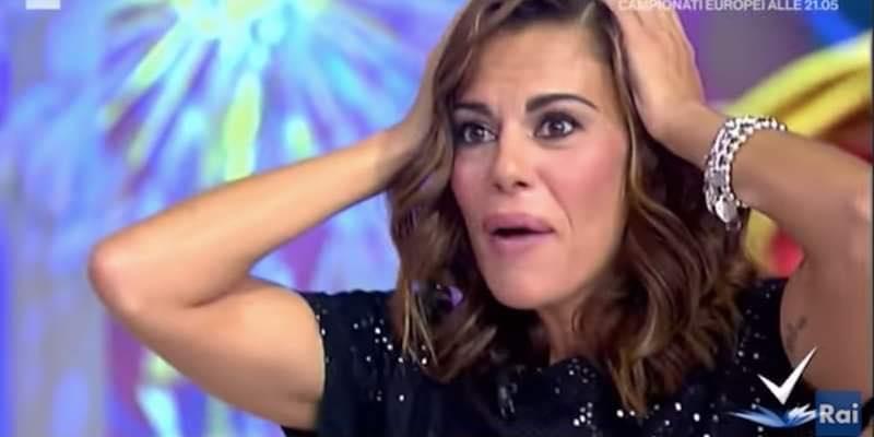 """""""Vuoi sposarmi?"""", proposta di matrimonio in diretta Tv ma in studio cala il gelo"""