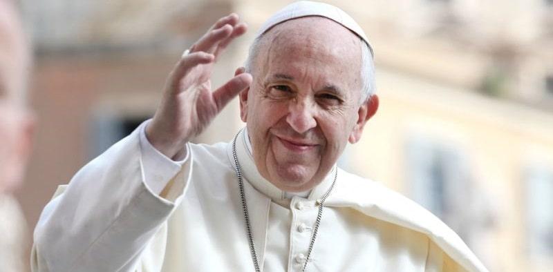 Papa Francesco da il via libera alle coppie gay: l'annuncio choc che rivoluziona la chiesa