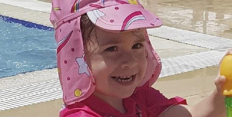 """""""Feci nella piscina dell'albergo"""", bimba di 2 anni muore a causa di un'infezione letale"""