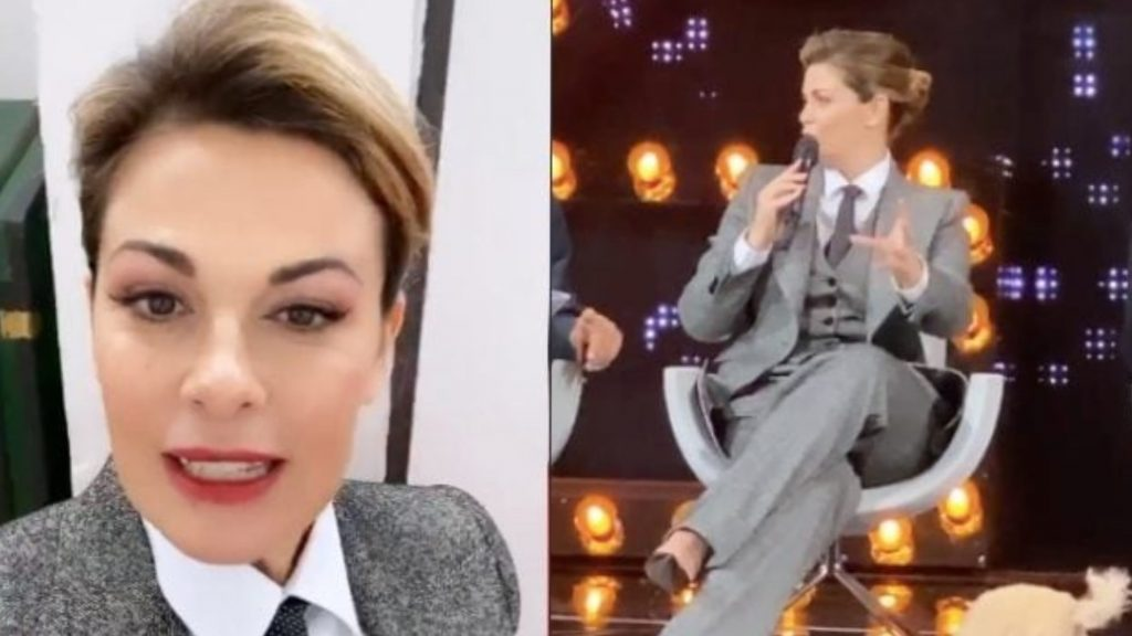 """Vanessa Incontrada in giacca e cravatta: presenta """"20 anni che siamo italiani"""" col completo maschile"""