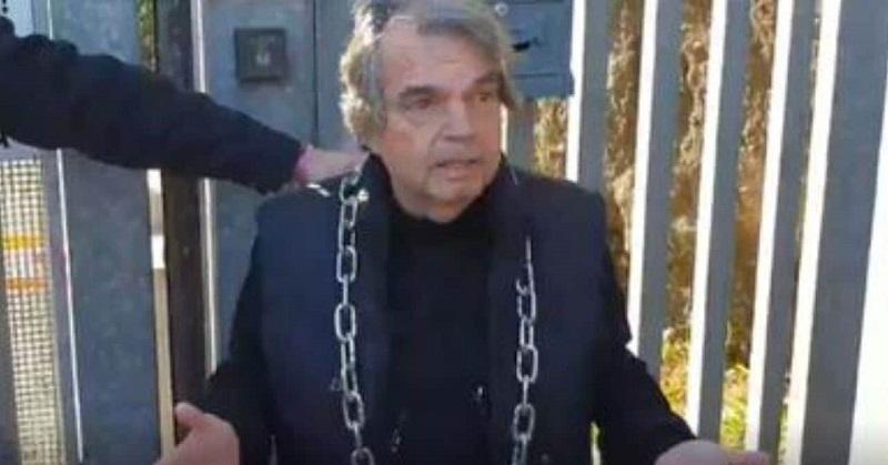 Brunetta si incatena per protesta: ecco cosa sta succedendo