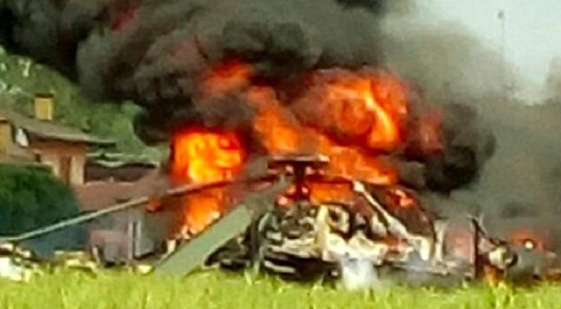 Precipita elicottero dei pompieri. Morti tre vigili del fuoco