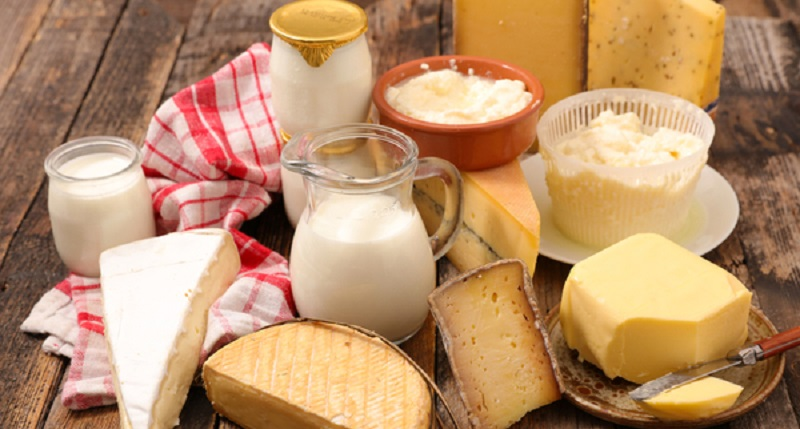 Formaggi italiani con latte straniero: Report svela la lista top secret