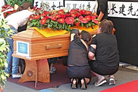 Mistero Dei Funerali Cinesi In Italia: NON È MAI MORTO NESSUNO? ECCO COME STANNO LE COSE