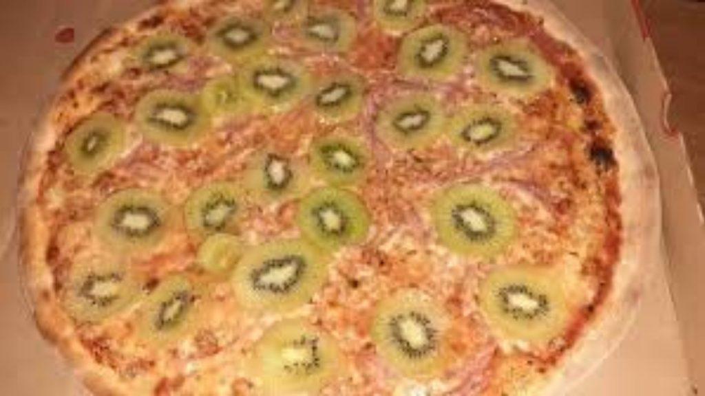 Ristorante serve pizze al kiwi e le persone si sentono male