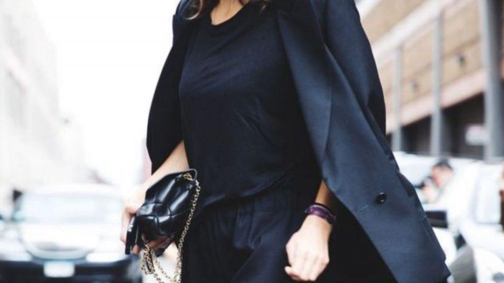 Ecco perchè molte donne vestono senpre di nero