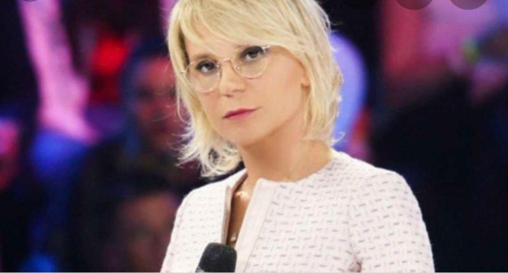 """""""Aspetta un bimbo"""", Maria De Filippi: l'annuncio di diretta"""