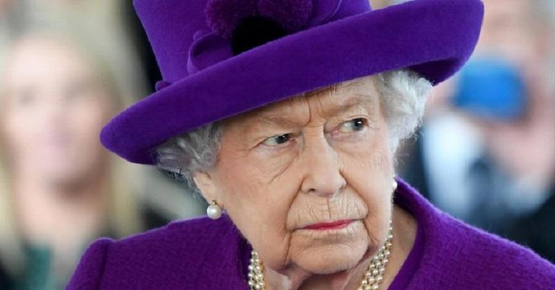 """""""Sta male"""", la Regina Elisabetta cancella il tè per motivi di salute"""