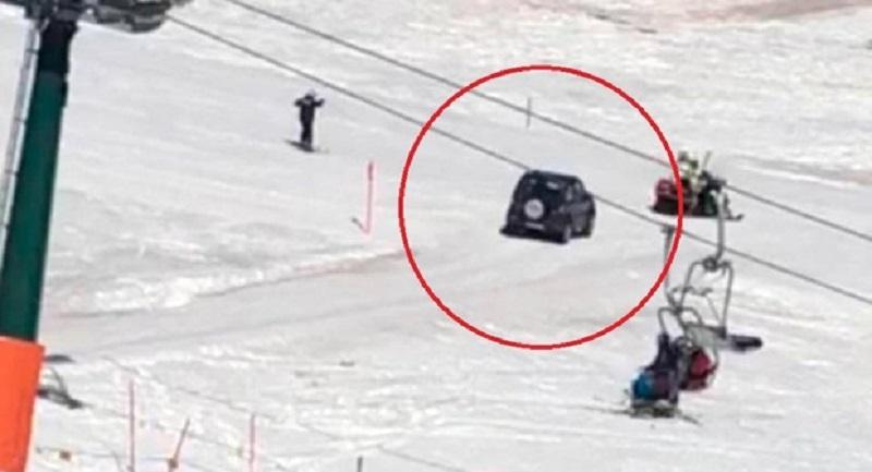 """""""Pista, devo andare al ristorante"""", 91enne invade la pista da sci con la sua jeep (Video)"""