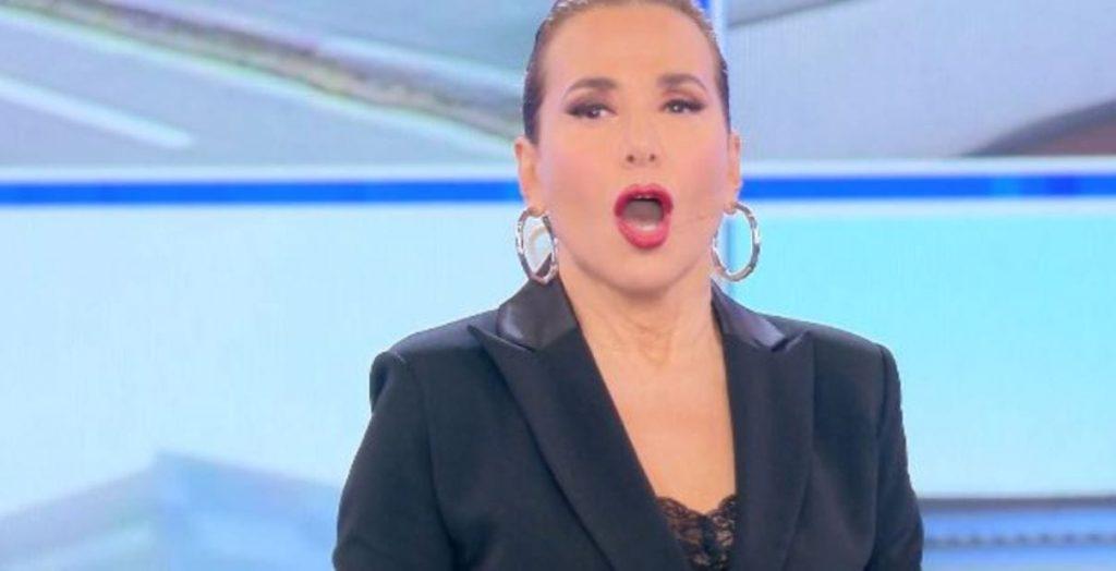 """""""MI SONO INNAMORATO"""".  Telefonata in diretta a Pomeriggio 5! Barbara D'Urso senza parole"""