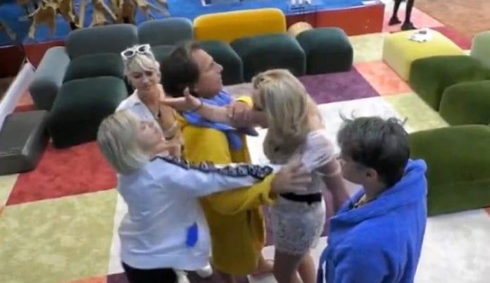 Grande Fratello VIP |  Antonella Elia e Valeria Marini arrivano alle mai  VIDEO